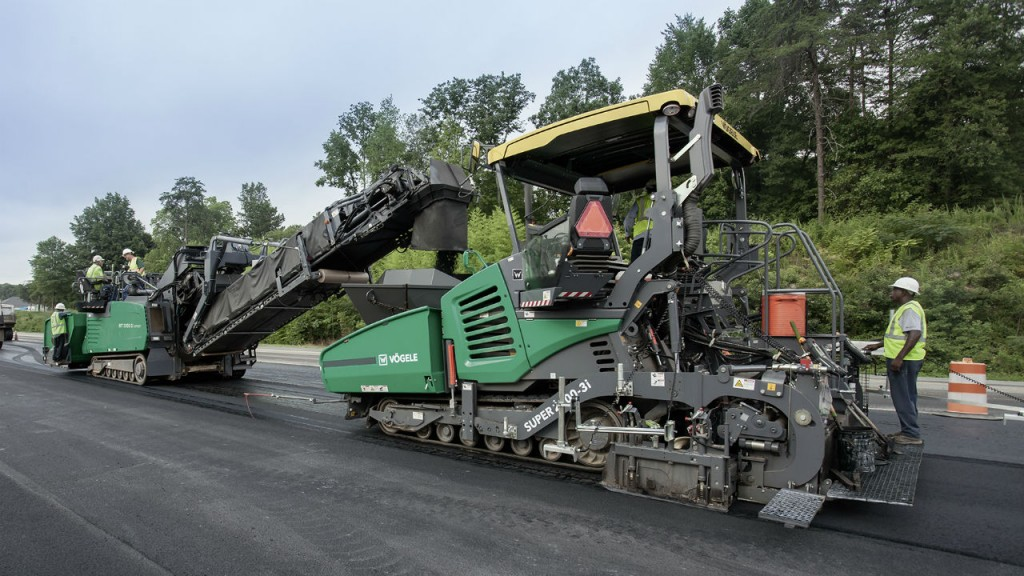Super 2000-3(i) asphalt paver can be use in highway construction and large-scale commercial applications.