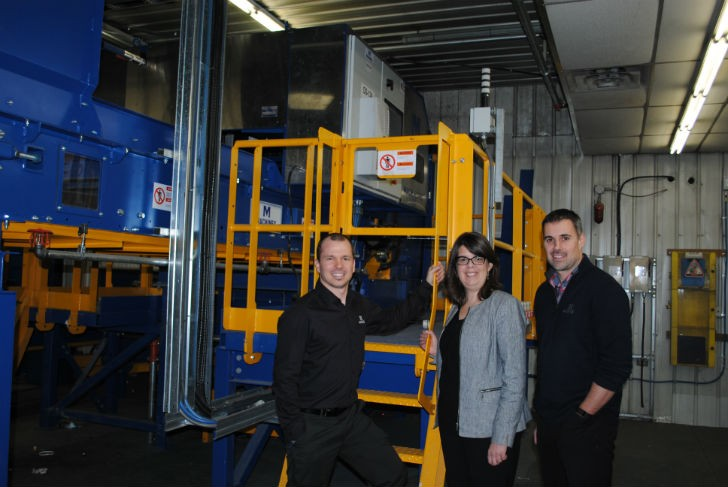 (From L to R) Hugues Therrien, Project Manager at Machinex, Mrs Hélène Dauphinais, President of Récup Estrie and Municipal Councillor at the Ville de Sherbrooke and Karl Paré, Engineering Director at Machinex.