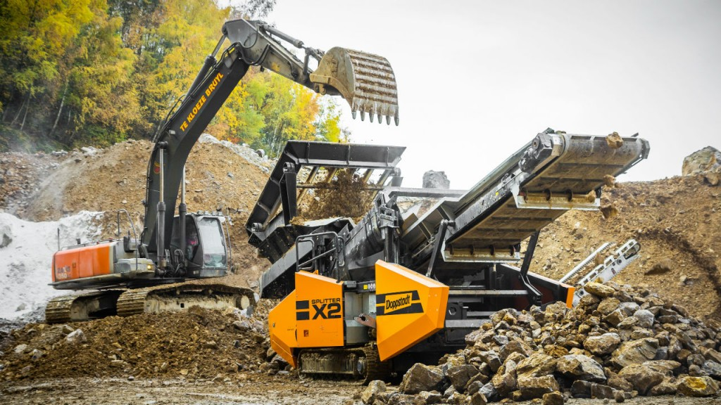The DOPPSTADT SPLITTER X2 separates stones and soils, material from landfill reclamation, mixed construction wate and scrap.