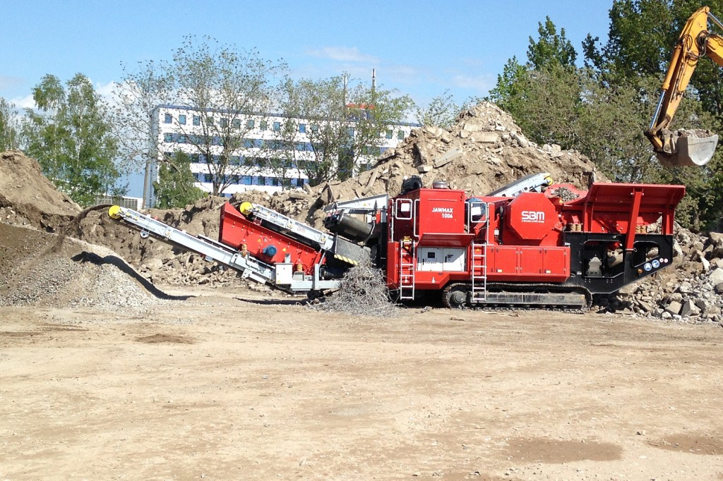 SBM Mineral Processing - JAWMAX 1006 Track Mounted Jaw Crushers