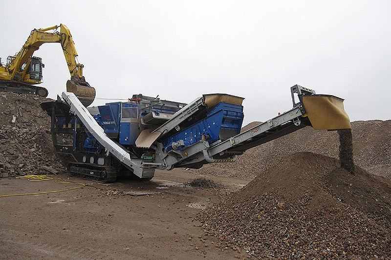 SBM Mineral Processing - REMAX 1111 ECO/MAXI Track Mounted Impact Crushers