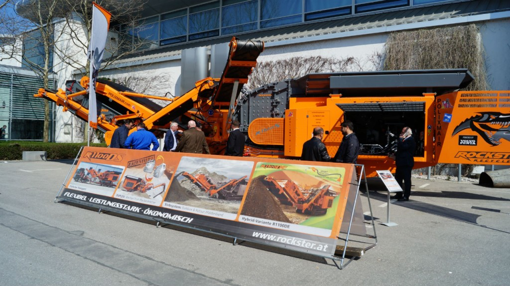 The R1100S on Rockster's outdoor booth 12B.2 attracted many visitors. The crusher is the latest state-of-the-art machinery and can be ordered as a basic, duplex or hybrid version.