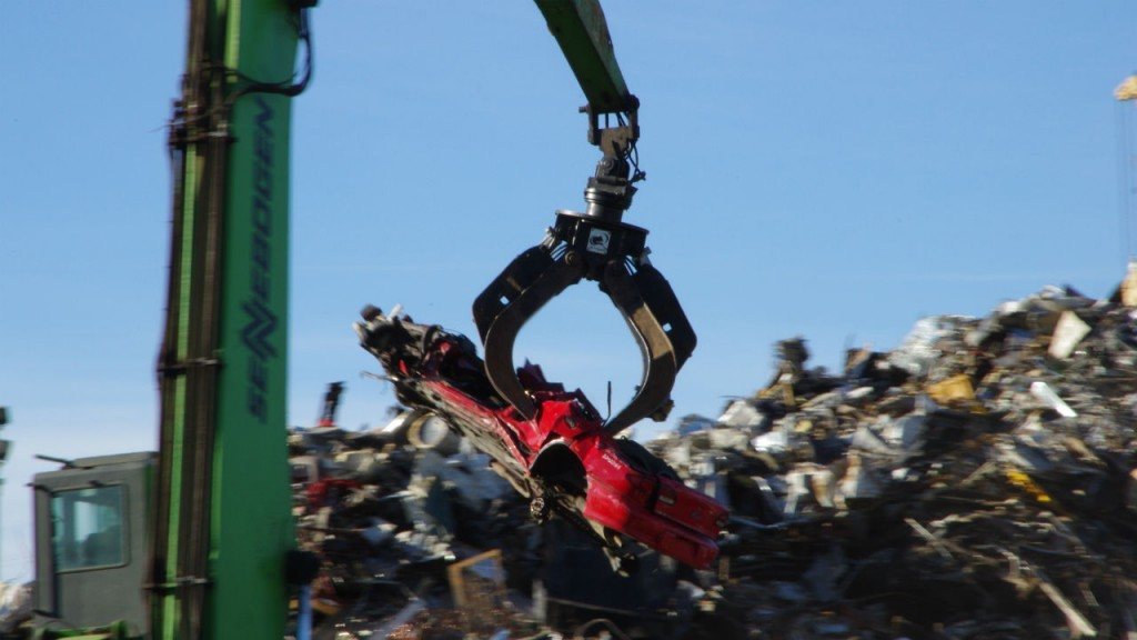 Hydraulic attachments built for harsh conditions in scrap