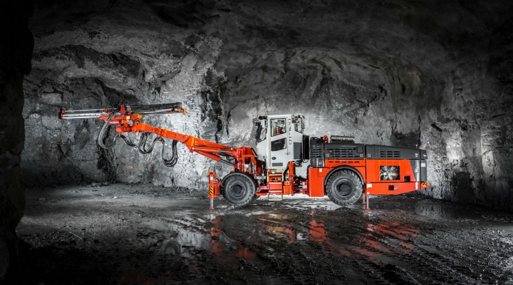 The DT912D is designed especially for limestone applications; this new high-reach single-boom jumbo is completely self-contained.