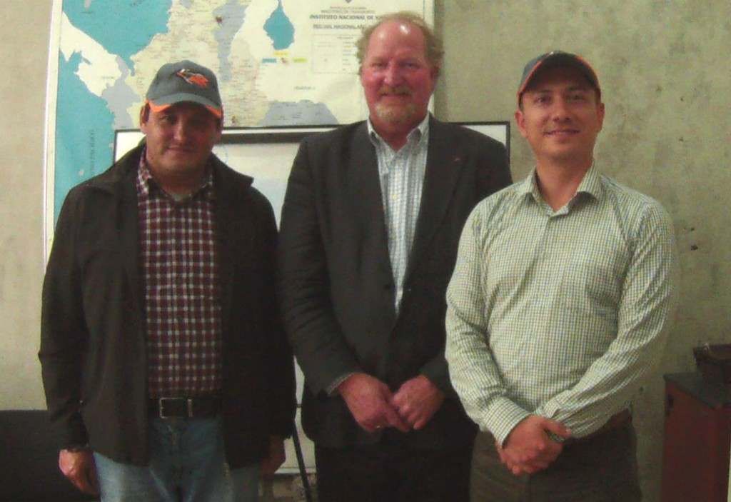 The start of a new business relationship: owner of Sanymaq, Jose Saturnino Barajas; Rockster Country Manager, South America, Perry Holt; and Sanymaq Executive Director Alejandro Valencia.