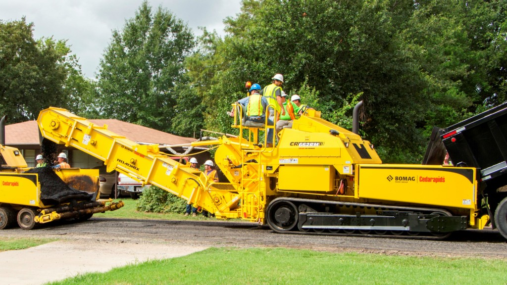 The CR662RM RoadMix can be used on all paving lifts, including the critical base layer, to virtually eliminate all forms of material and thermal segregation.