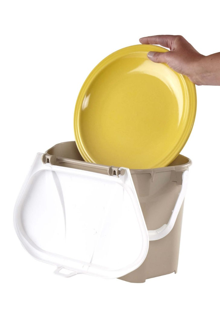 The NPL 390 Kitchen Collector can be taken apart for easy cleaning, and is entirely dishwasher safe. The bin is made from durable, BPA-free high-density polyethylene (HDPE), and is fully recyclable.