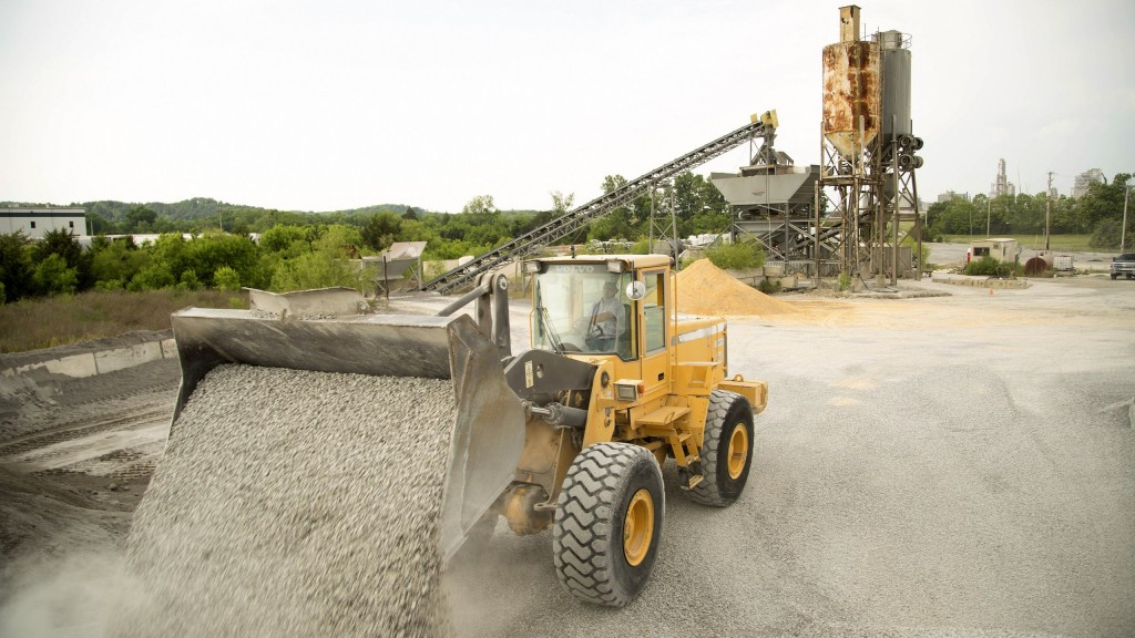The used Volvo L120D wheel loader, purchased in 1999, is still in operation and loads an average volume of 1,000 to 1,500 tonnes per day.