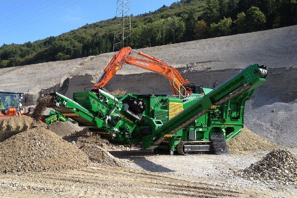 McCloskey International - J45R Track Mounted Jaw Crushers