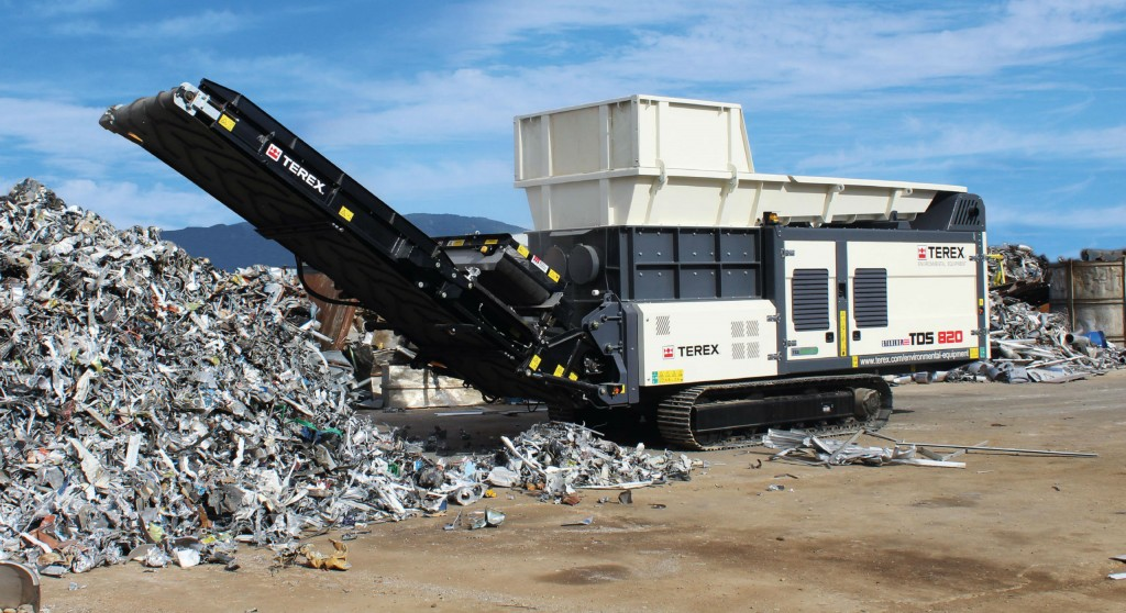 The TDS 820 Slow Speed Shredder is purpose built to process all types of material, whether it be domestic, industrial or bulky waste.