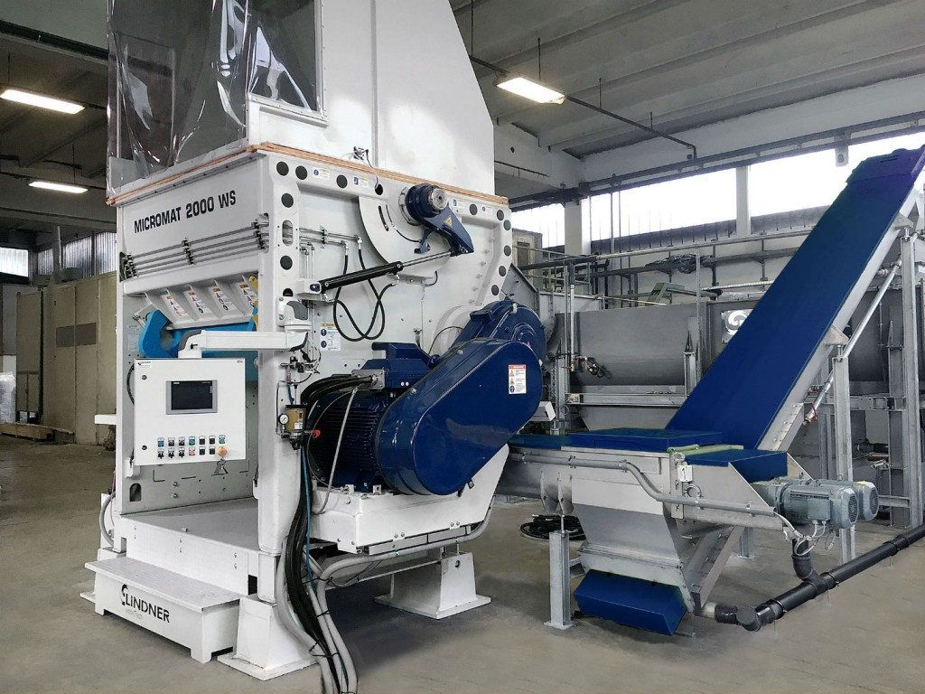 Used as a pre-shredder, the new Lindner Micromat WS wet shredder is designed to be the first step in washing systems for the processing of post-consumer plastic scrap.