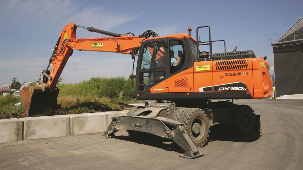 Doosan DX190W-5 excavator.