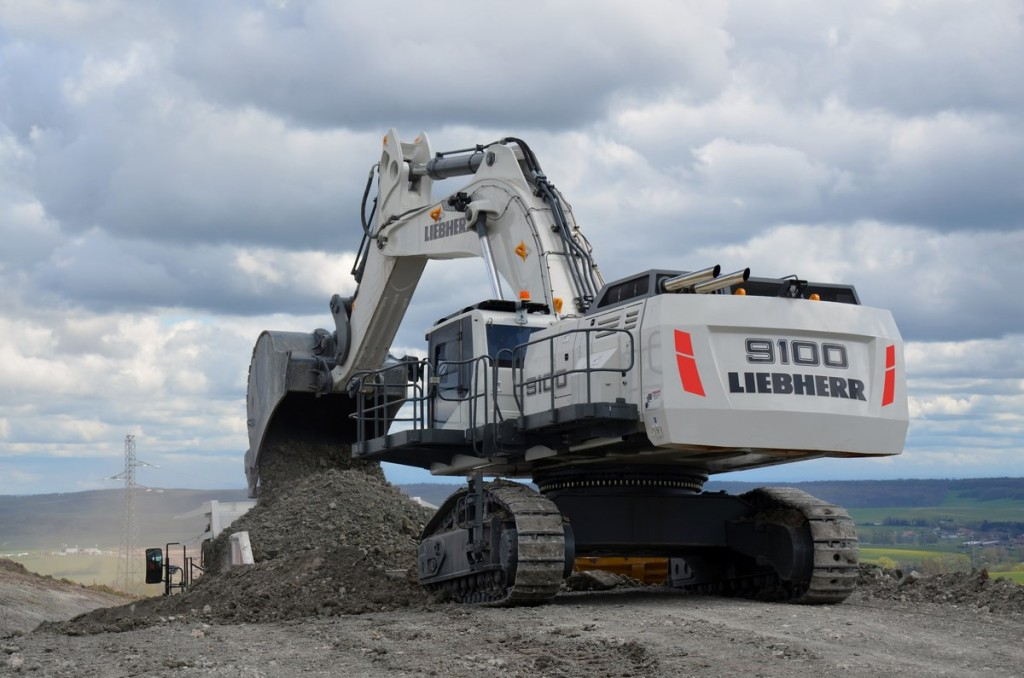 Liebherr Canada - R 9100 Excavators