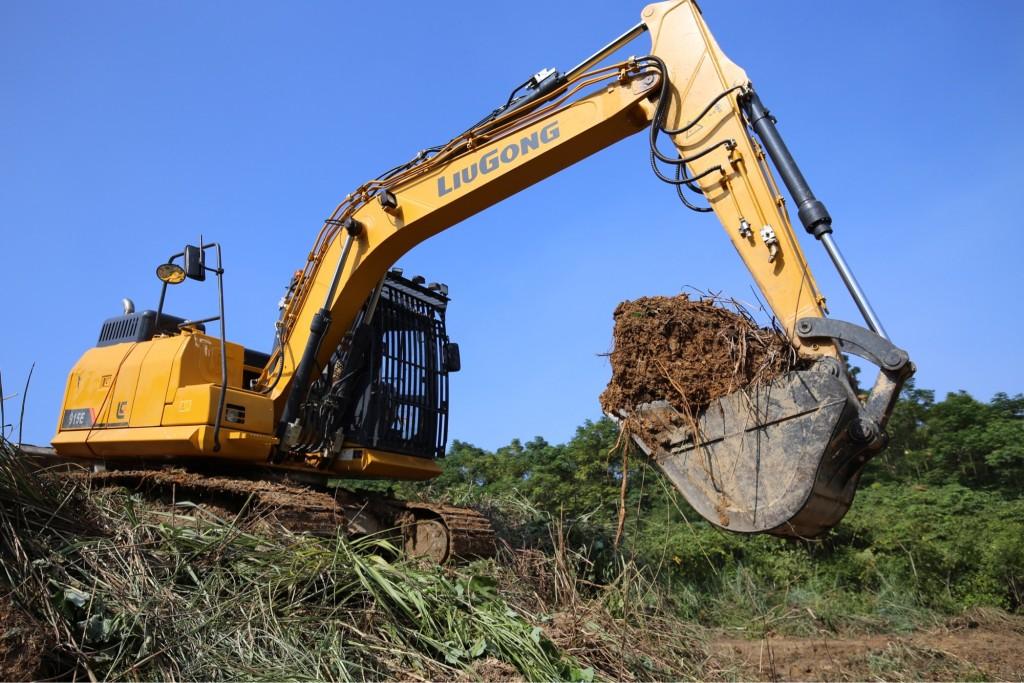 LiuGong North America - CLG915EIV Excavators