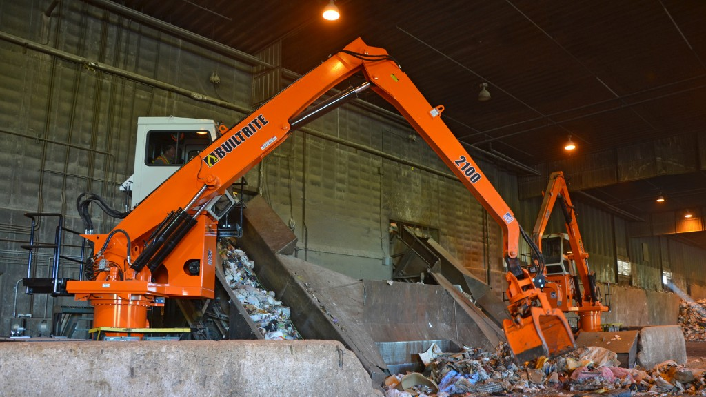 GRE Newport uses two 2100-SE electric-powered handlers to sort refuse, which is shredded and used as fuel to create electricity.