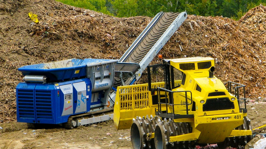 The Uracco 75 DK mobile shredder uses an all-terrain track system, onsite for Canadian Nuclear Laboratories at the company's landfill, where it reduces the volume of building materials from decommissioning, renovation and new building work.