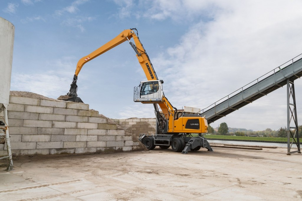 Liebherr Canada - LH 40 M Industry Litronic Material Handlers