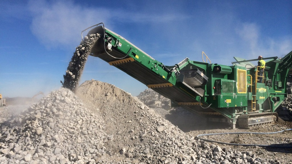 The McCloskey I54 Impactor is designed for high quality and high production capacity in mobile applications, built around a 47- x 53.5-inch four bar impactor chamber with a 37- x 53.5-inch feed opening.