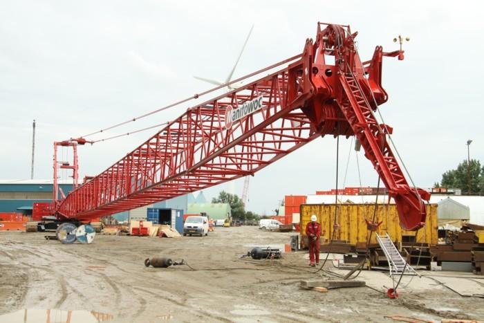Manitowoc Company, Inc - Model 2250 Crawler Cranes