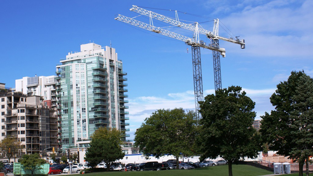 Terex cranes help build classy waterfront residences in Burlington