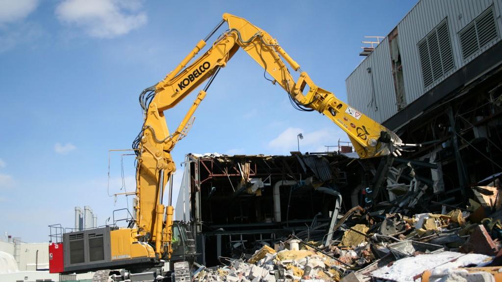 KOBELCO debuts demolition excavator and car demolisher