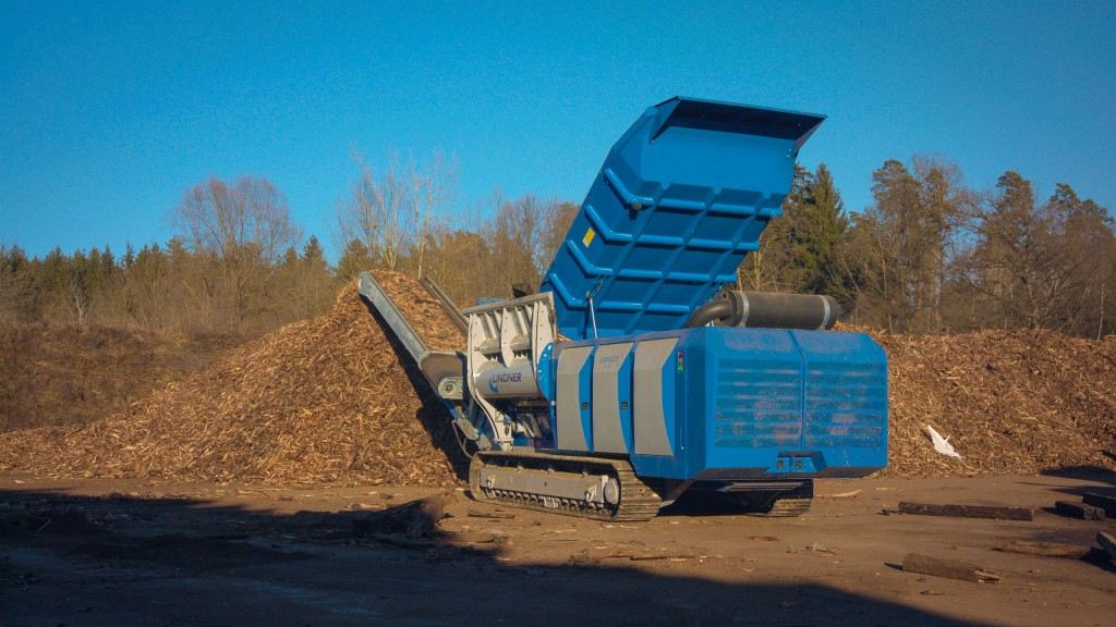 Linder's Urraco 95 mobile primary two-shaft shredder features a powerful engine, long working length and aggressive input.