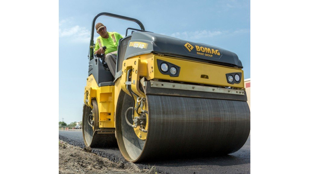 Tandem roller keeps operators aware of compaction process to cut passes
