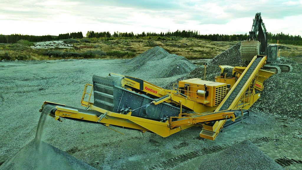 With a max. feed size of 215 mm, the Keestrack H6e track-mounted cone crusher can also be deployed as a highly productive standalone solution when equipped with the three-deck post-screen module.