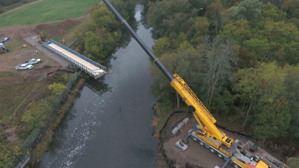 Temporary bridge carries utility pipes across Ontario river