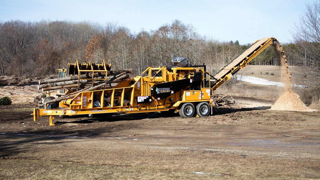 Available as a towable or track machine, the Model 2460XP is built from the ground up, and designed to outperform other horizontal grinders in its class.