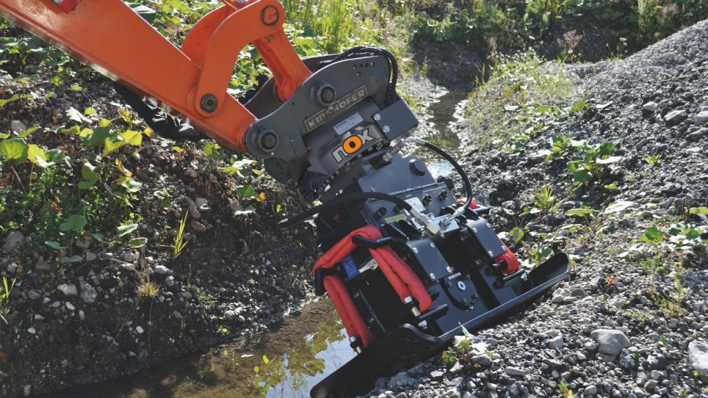According to Kinshofer, the NOX-Tiltrotator's cylinderless design provides a narrower tool than other manufacturers' tiltrotators.