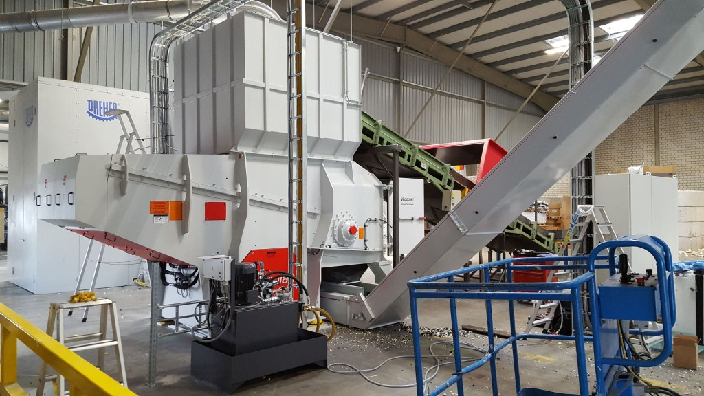 The Vecoplan heavy-duty VHD 1600 T single-shaft shredder stand is fitted with additional gusset plates and reinforced side walls.