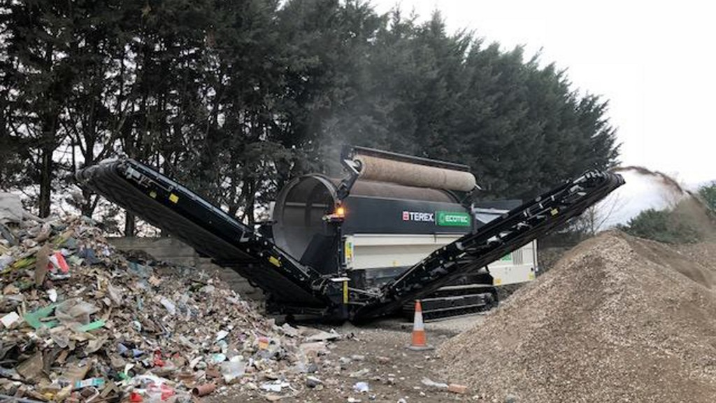 The Terex Ecotec TTS 620T Trommel Screen offers maximum production while minimizing the cost of operation, and is ideally suited for screening compost, biomass, soil, gravel and waste.
