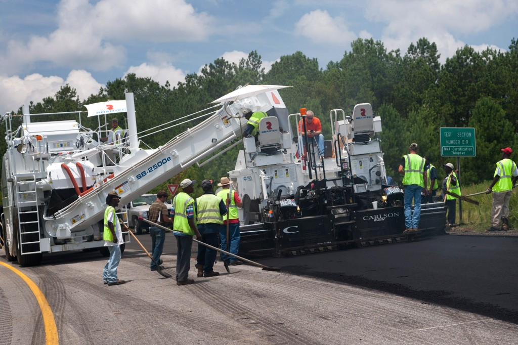 Roadtec - SB-2500e/ex Material Transfer Vehicles
