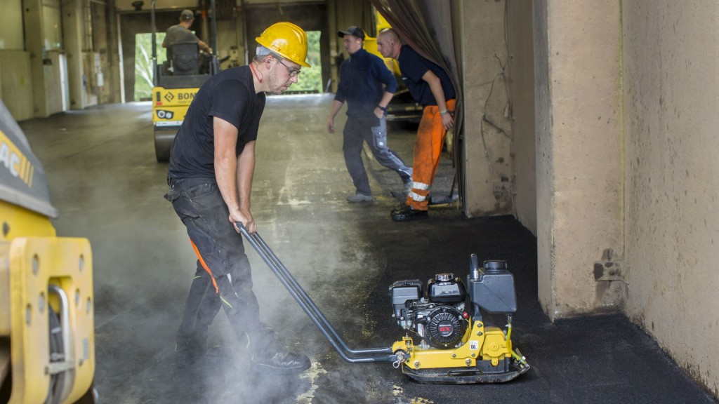 New lightweight Bomag single-direction plate compactor designed to avoid asphalt material pushing, shoving and scuffing