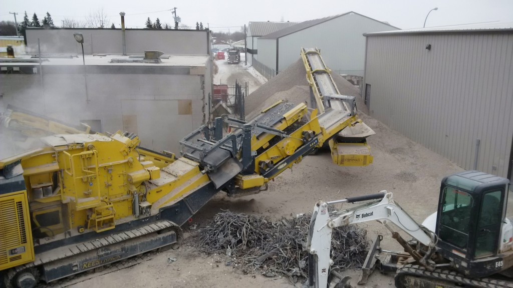 Mobile impact crushers for C&D