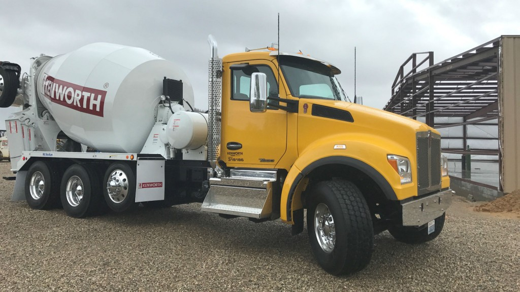 The Kenworth T880S is now available with the Cummins Westport ISX12N near zero NOx emissions natural gas engine.