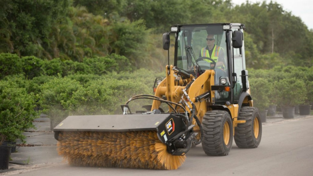 Cat 903D compact wheel loader boasts increase in lift capacity and travelling speed over predecessor