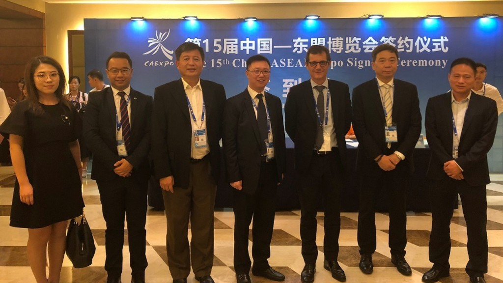 At the signing of the  Qinzhou hazardous waste energy recovery contract.