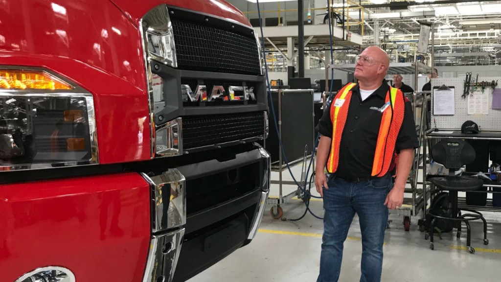 Highway Thru Hell' star Jamie Davis visits Mack Trucks
