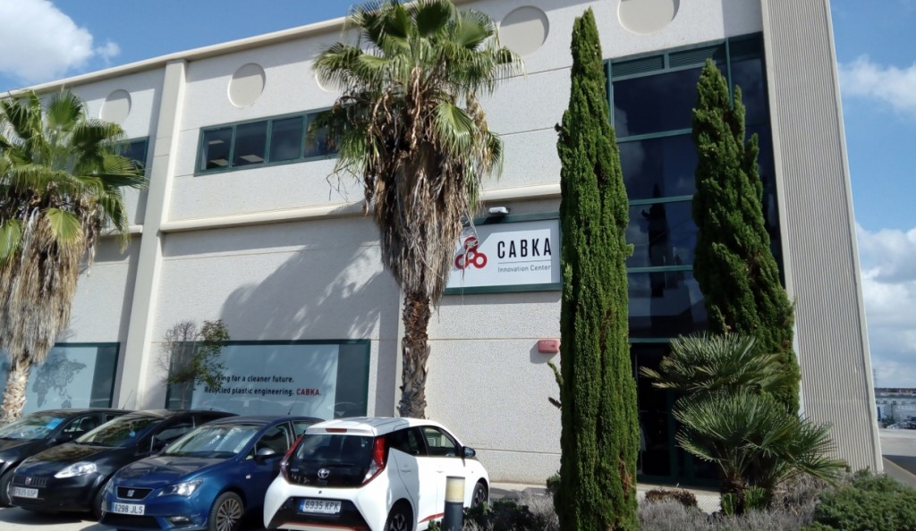 In the brand-new Innovation Center in Valencia, Spain, CABKA bundles its innovative forces and works intensively on plastics recycling technologies for the future