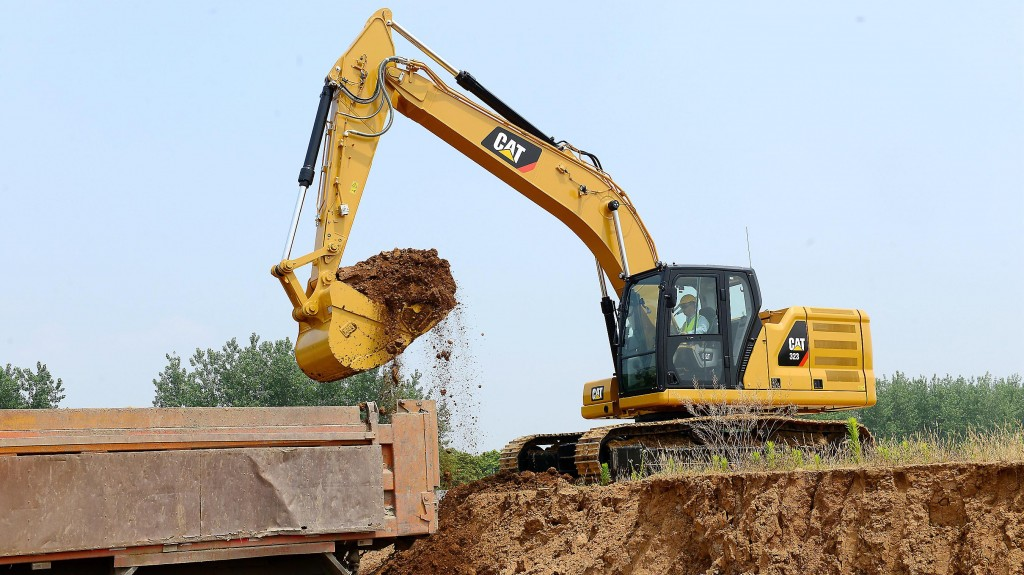 An outdoor demonstration will feature the Next Generation 320 and 323 excavators, which use an estimated 25 percent less fuel than predecessor models in certain applications.