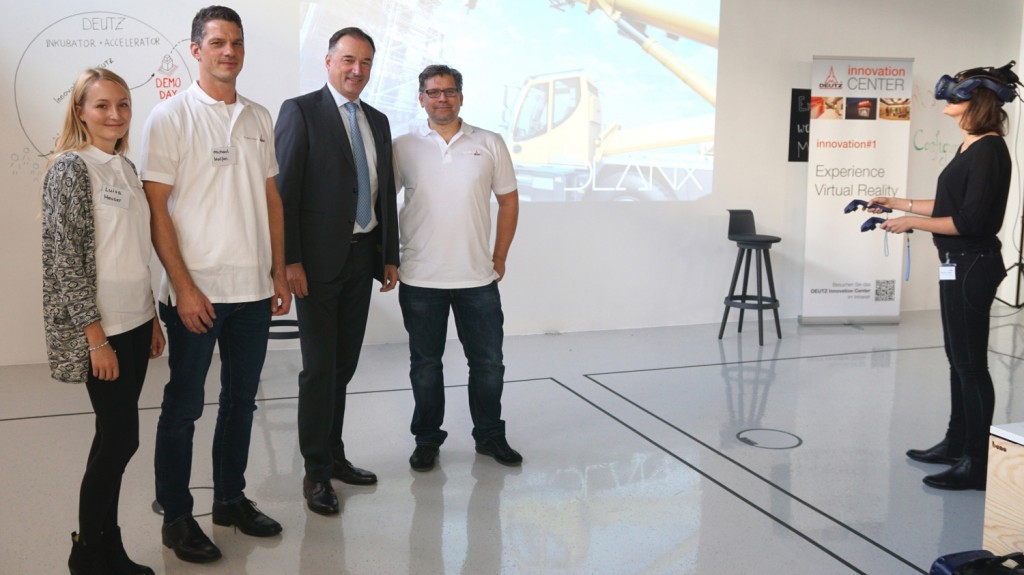DEUTZ CEO Dr Frank Hiller (3rd from left) and the team of the DEUTZ Innovation Centre.