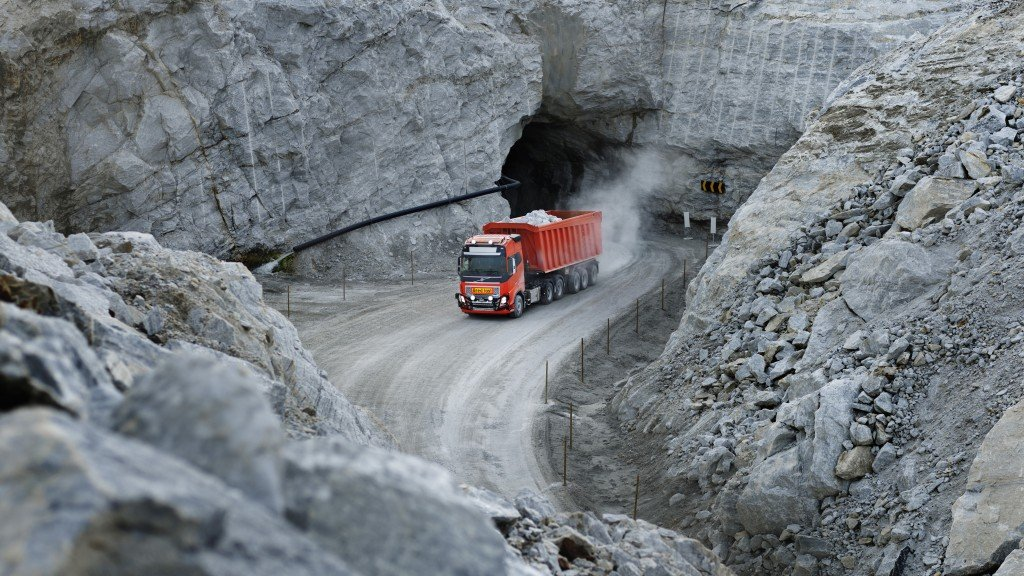 Volvo Trucks has just signed a landmark agreement with Brønnøy Kalk AS in Norway to provide its first commercial autonomous solution transporting limestone from an open pit mine to a nearby port.