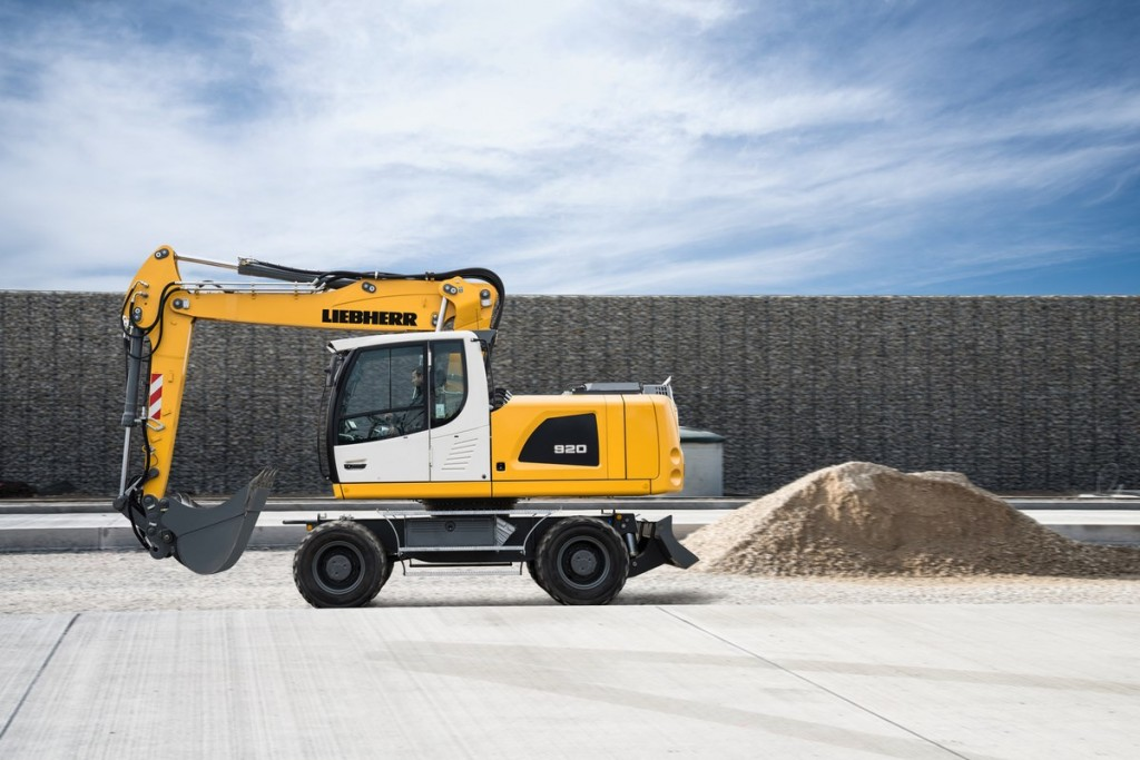 Liebherr Canada - A 920 Litronic Wheeled Excavators