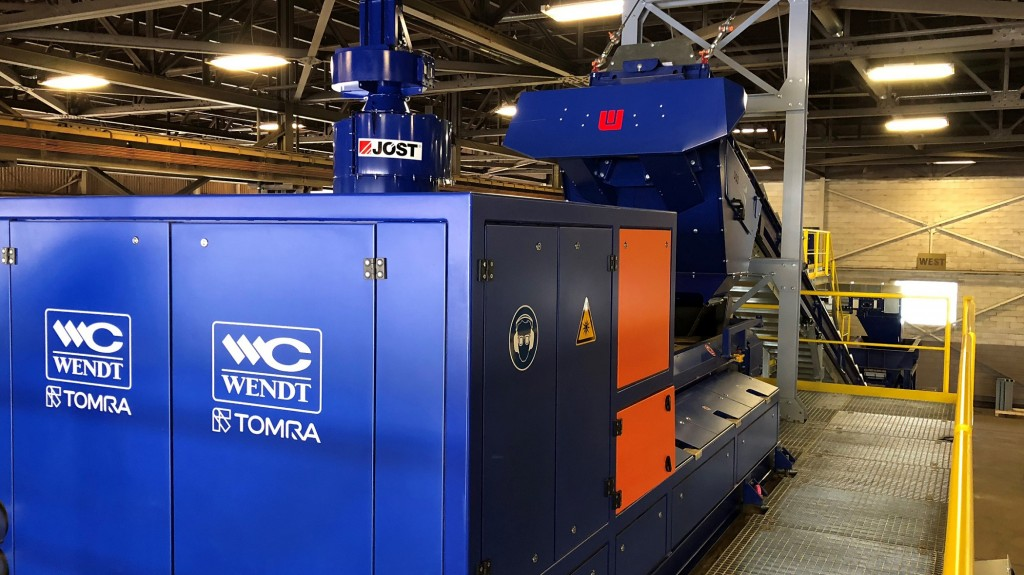 At the heart of the sorting circuit currently lies two TOMRA sensor-based sorters – COMBISENSE and X-TRACT – for metals cleaning, mixed metals sorting, aluminum upgrading and quality control of various shredded aluminum feed material.