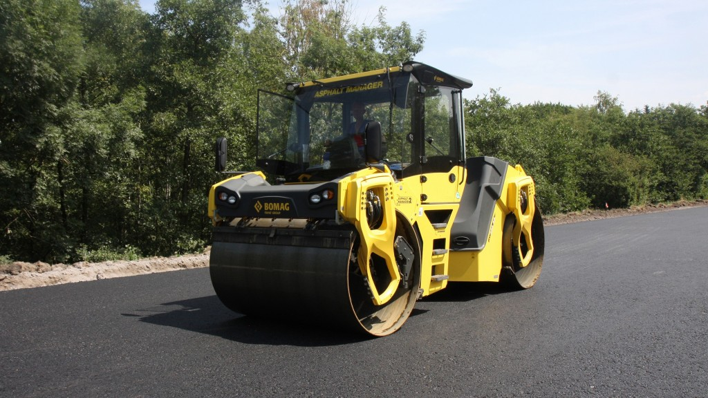 The hands-on roller training course takes place the day immediately following the paving training session, so attendees can efficiently take advantage of both training opportunities. Companies attending both courses receive a 10% discount.