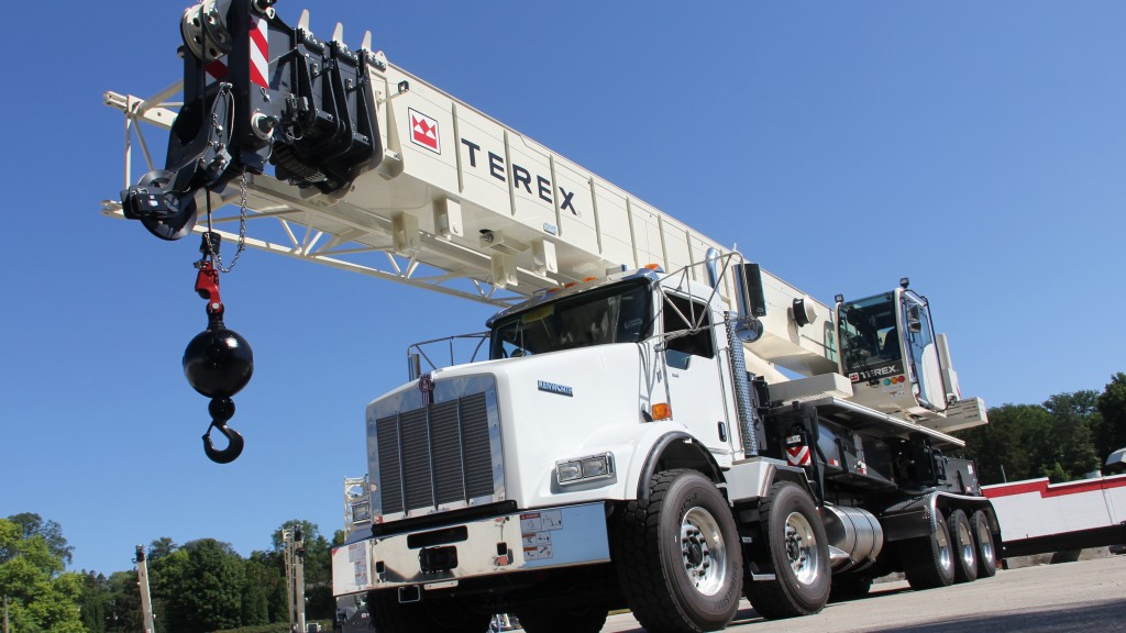 The Terex Crossover 8000 boom truck with a maximum lifting capacity of 80 US tons and a 126 ft main boom, offers contractors versatility that is cost-effective and productive in a wide range of lifting applications.
