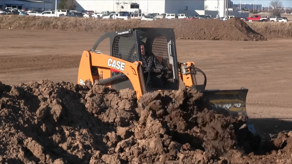 Case's Project Minotaur is the world's first hybrid dozer loader.