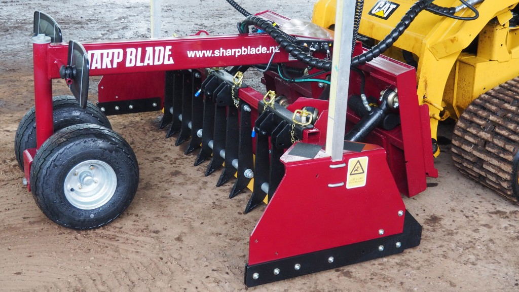 The SharpBlade has all of the critical features required for accurate, precision grading forwards and reverse, in a compact, efficient package.